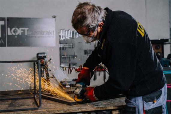 [Obrazek: Proces-produkcji-mebli-drewnianych.jpg]